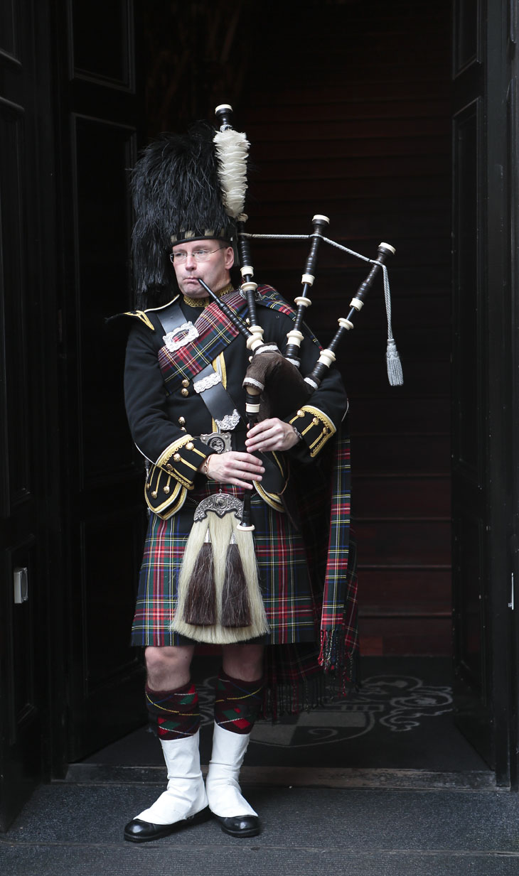 Glasgow_Street-music_9035
